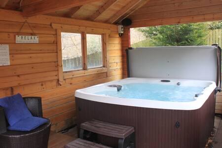 Loch Tay - Log Cabin - Private Hot Tub & Sauna