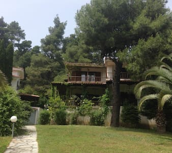 Spacious Villa in the woods close to the sea - Elani