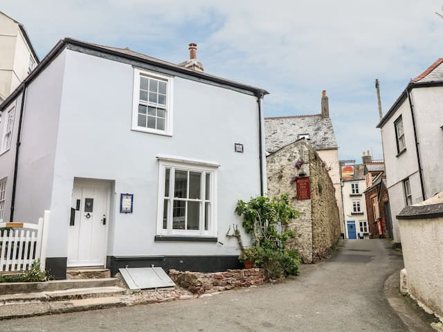 SUNNY  COTTAGE, pet friendly, with open fire in Kingsand, Ref 981075