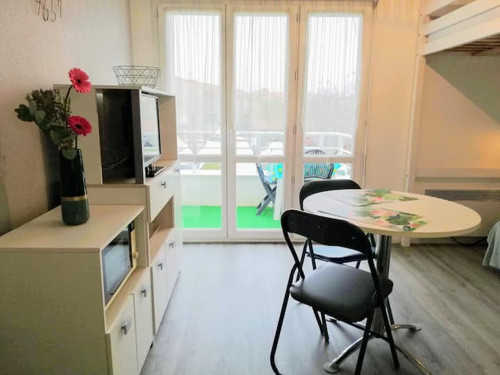 Studio with balcony near beaches and La Rochelle