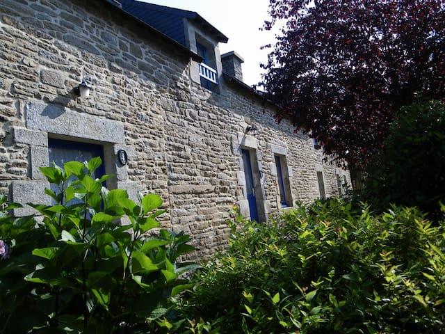 Gite 4 La ferme rouge - pluvigner - บ้าน