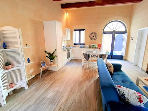 New Holiday Home/ RomanticTown House/ Private pool