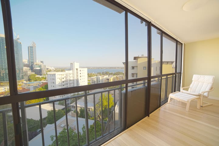 New – 2 Bedroom Apartment with Incredible Views - West Perth - Pis