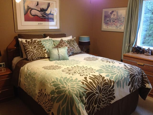 Room #1 has Queen Bed with dual heating blanket. Down feather bed which can be removed due to allergies.