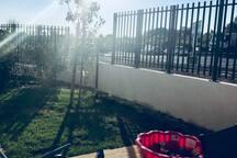 Extérieur avec terrasse et jardin