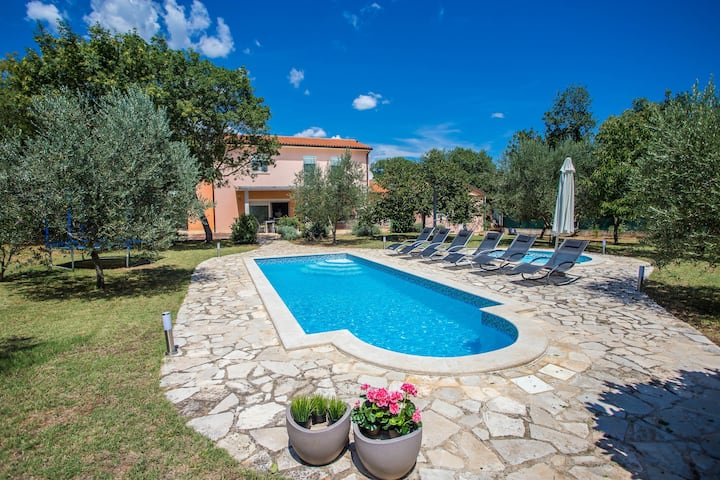 Villa Lavanda with pool
