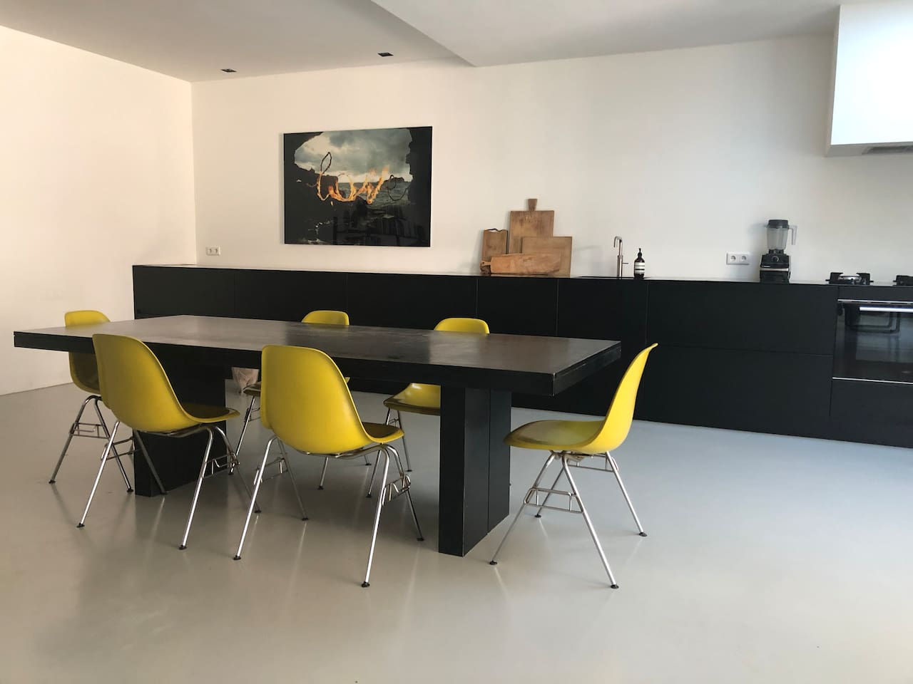 Large kitchen and diningset