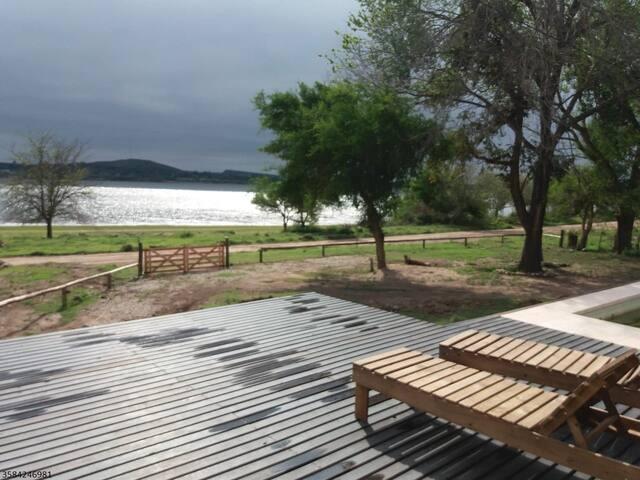 Casa Moderna Frente al Lago con Piscina - CBA