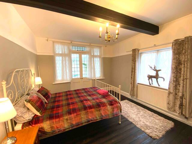 Edwardian nice quiet central room with own parking