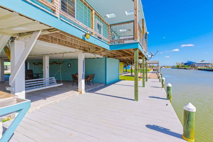 Copano Cabana - Canal home in Holiday Beach!