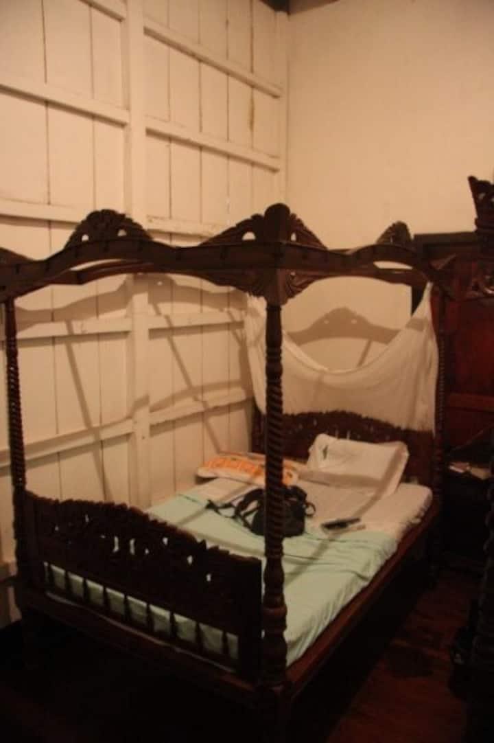 ★Best-Preserved House★ Room for 2 | Near Crisologo