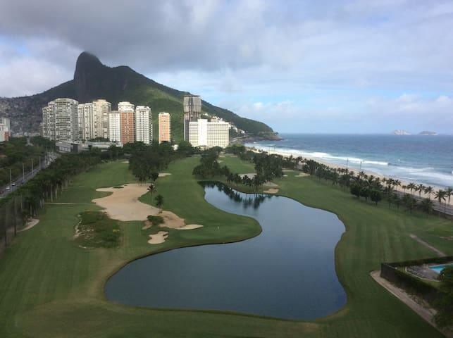 Stunning Beach & Mountain Views-Rio
