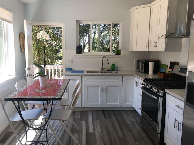 Near San Francisco & Berkeley—Quiet Garden Home!