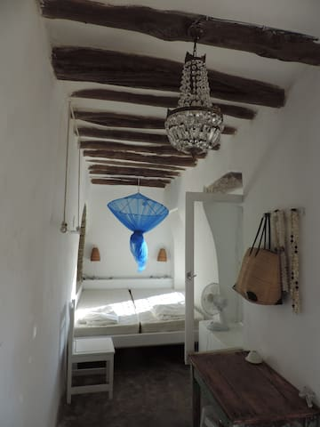 Charming little room in olive tree - Andros - House