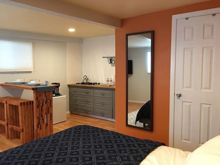 Comfortable Private Studio w Kitchen near DTLA