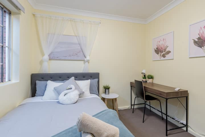 Quiet Private Room in Kingsford near UNSW, Light railway&bus
