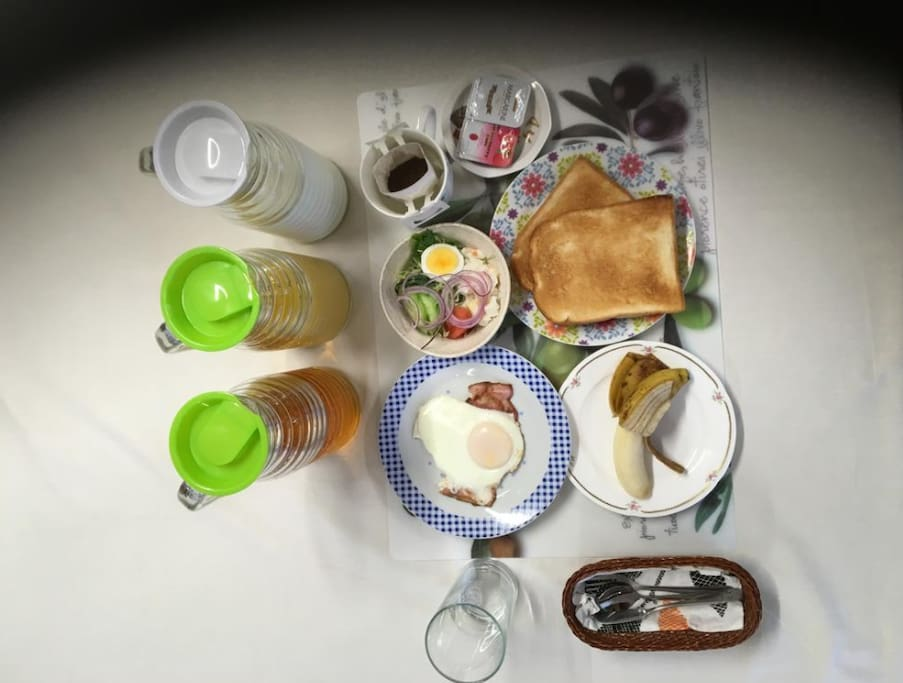 【Breakfast】You can choose the continental or Japanese style breakfast.