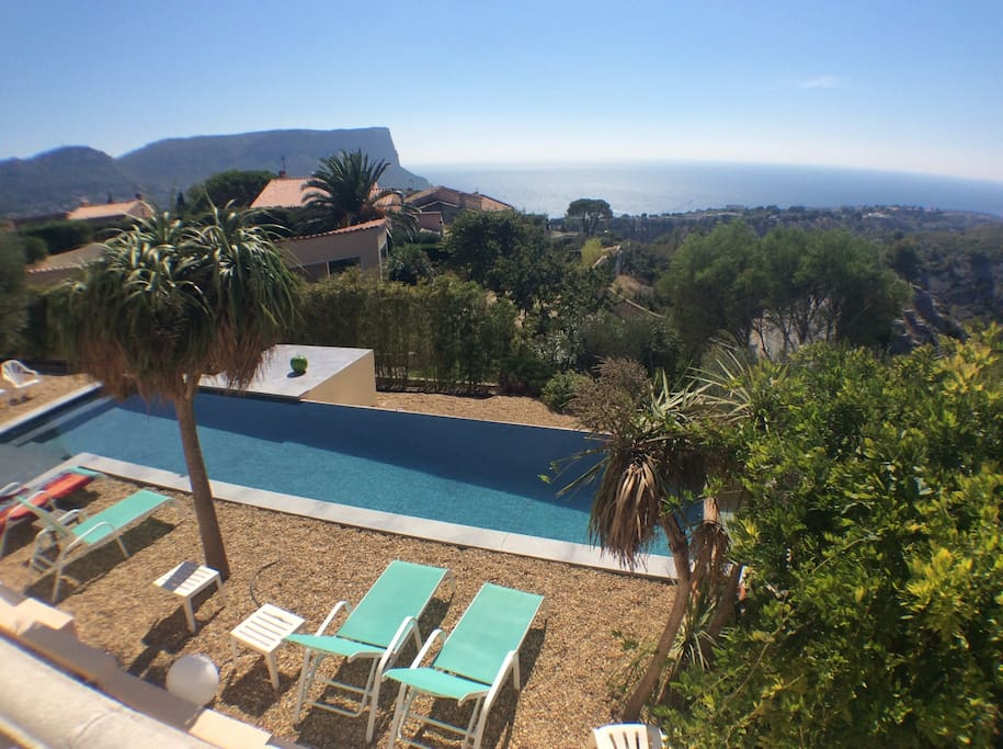 Villa de charme vue mer et piscine maisons louer for Piscine cassis