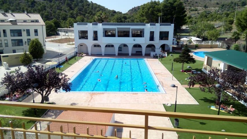 Apartameto con bonitas vistas y piscina enfrente