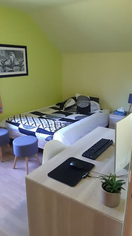 Chambre principale avec lit double