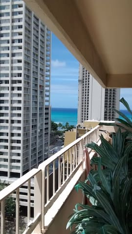 Low Key Living Two Blocks From The Beach - Honolulu - Apartment