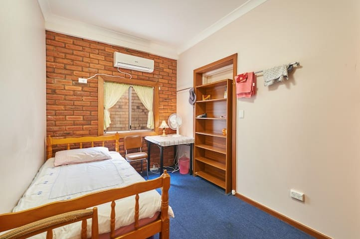 Central Wagga Homestyle Bed and Breakfast - BR 5
