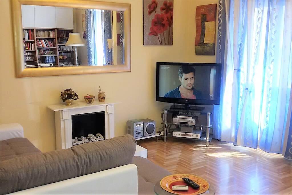 Living Room: Maxi LCD TV