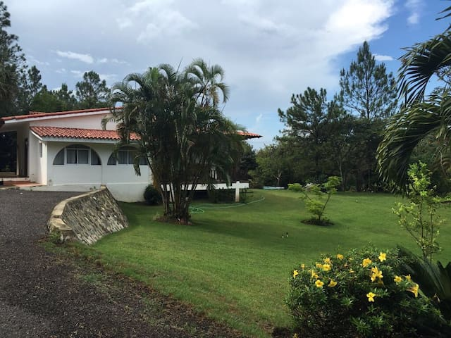 Rustic tropical retreat for the fam - San Jose de Las Matas - Casa