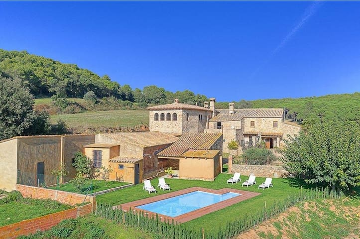LARGE XVII CENTURY FARMHOUSE WITH PRIVATE POOL IN REGENCOS