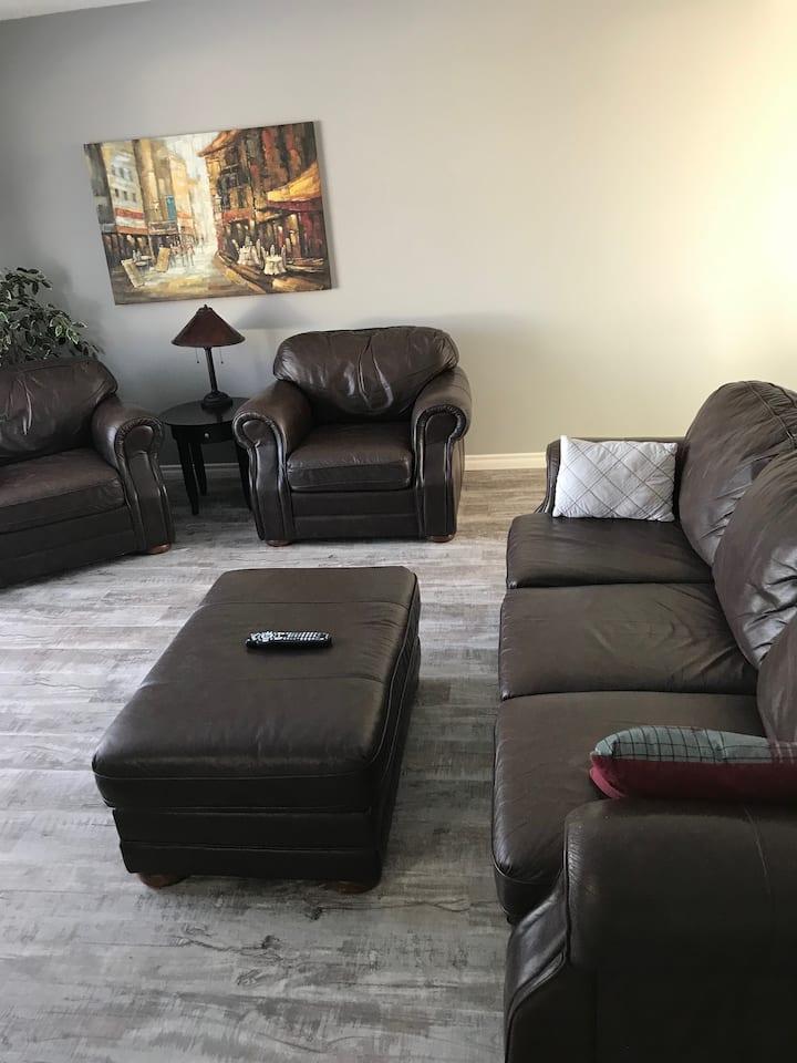Furnished 4 Bedroom Home in Northwest Regina.