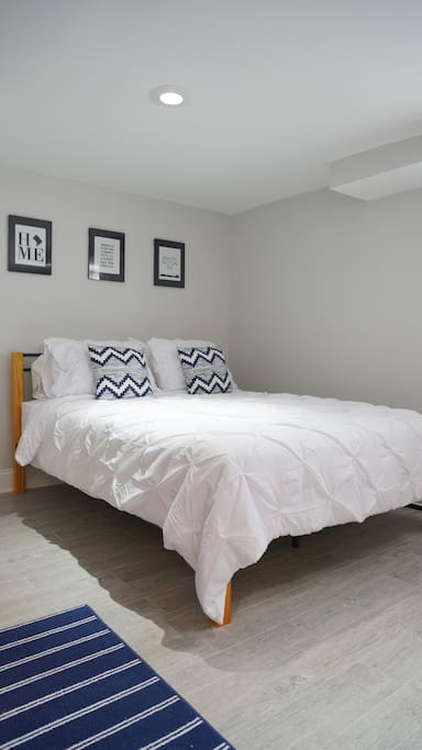 Sleep peacefully in this super comfortable queen size bed.