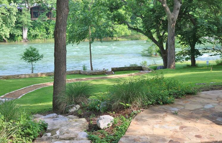 Maricopa River Resort- Guadalupe Waterfront, Walking Distance to Whitewater Amphitheater!
