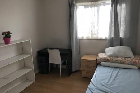 comfy bedroom - Belmore - House