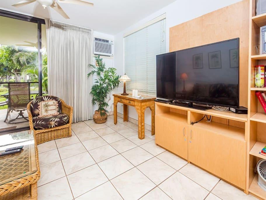 kamaole-1gv-1107-living-room-02.jpg
