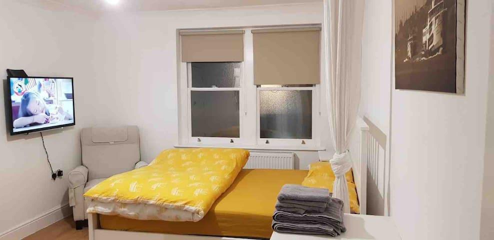 Homely studio flat in central Hackney