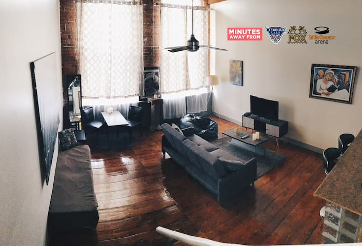 Tri-Level Riverfront Loft Downtown - Detroit - Loft