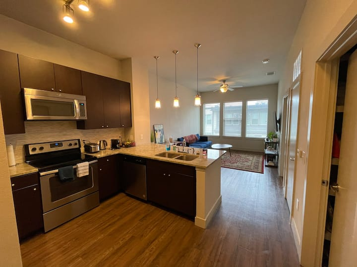 Full 1 bed apt, 6th floor (Knox/Henderson)