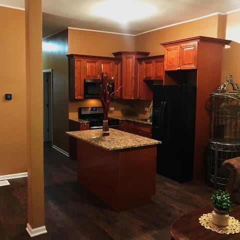 Spacious Beautiful Home 4bedroom/2b-25min Downtown