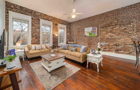 "The ""August Room"" Historic Downtown Loft on Ashley"