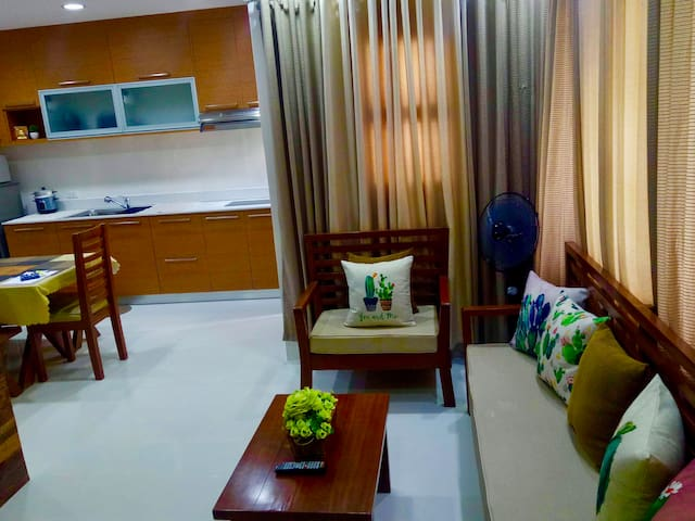 VeryHomeyPlace...Just 10Mins.From AIRPORT..(Door2)