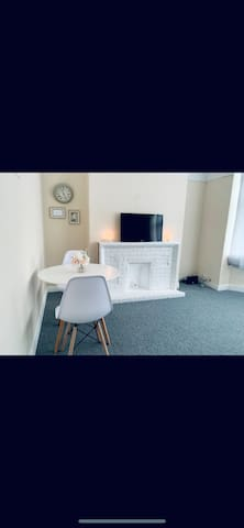 ROOM AVAILABLE IN COWLEY