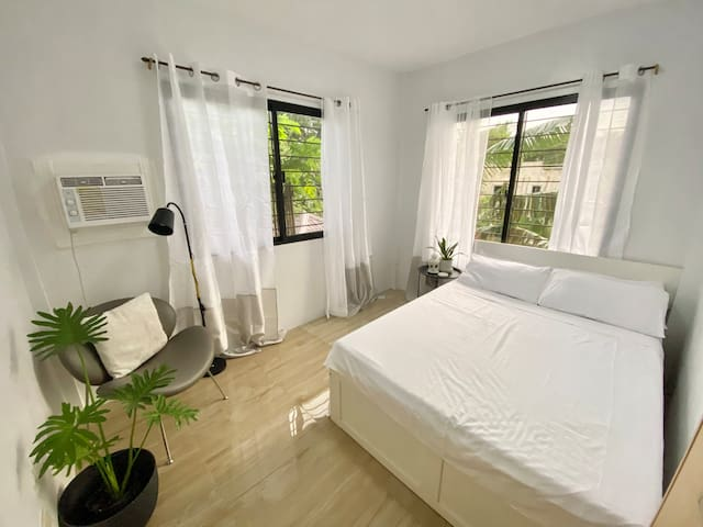 Guest bedroom with Double bed & single pull out