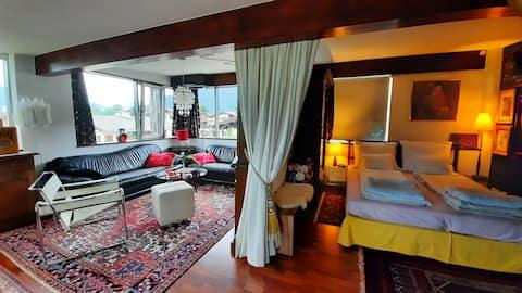 Ruim studio-appartement met trendy stijlmix