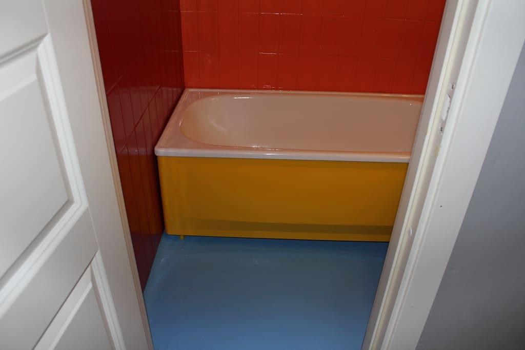 Happy colour bathroom :-)