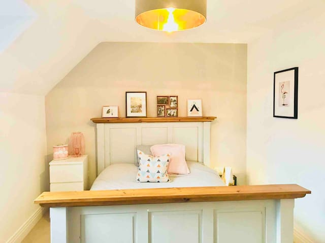 Beautiful Cotswolds room by Broadway & Winchcombe