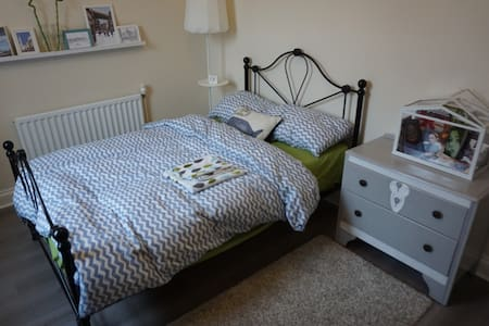 Charming double bedroom with free car parking - Newcastle upon Tyne