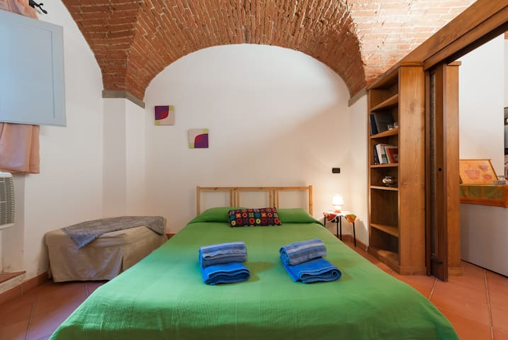 Lovely Sant'Ambrogio Apartment in Terracotta