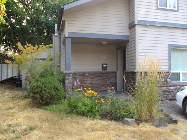 Private, Comfortable Home in West Salem