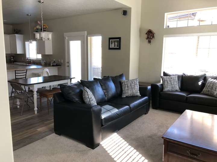 Townhouse overlooking Provo near BYU