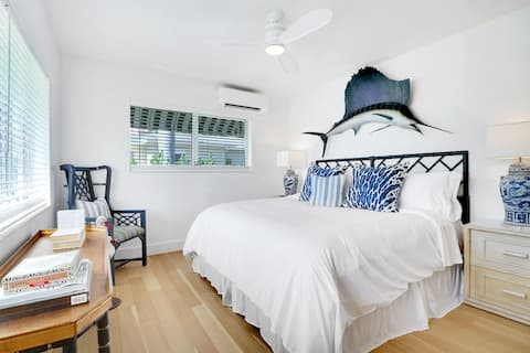 King Suite, 3 Blocks from Fifth Ave and the Beach!